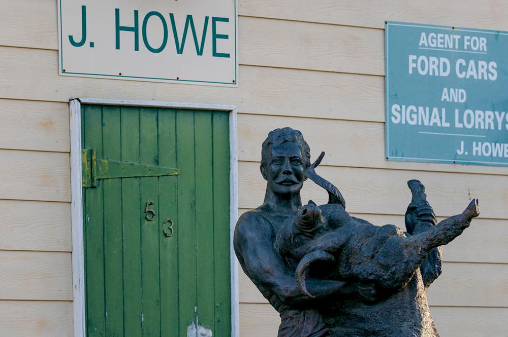 Blackall - Jackie Howe Statue