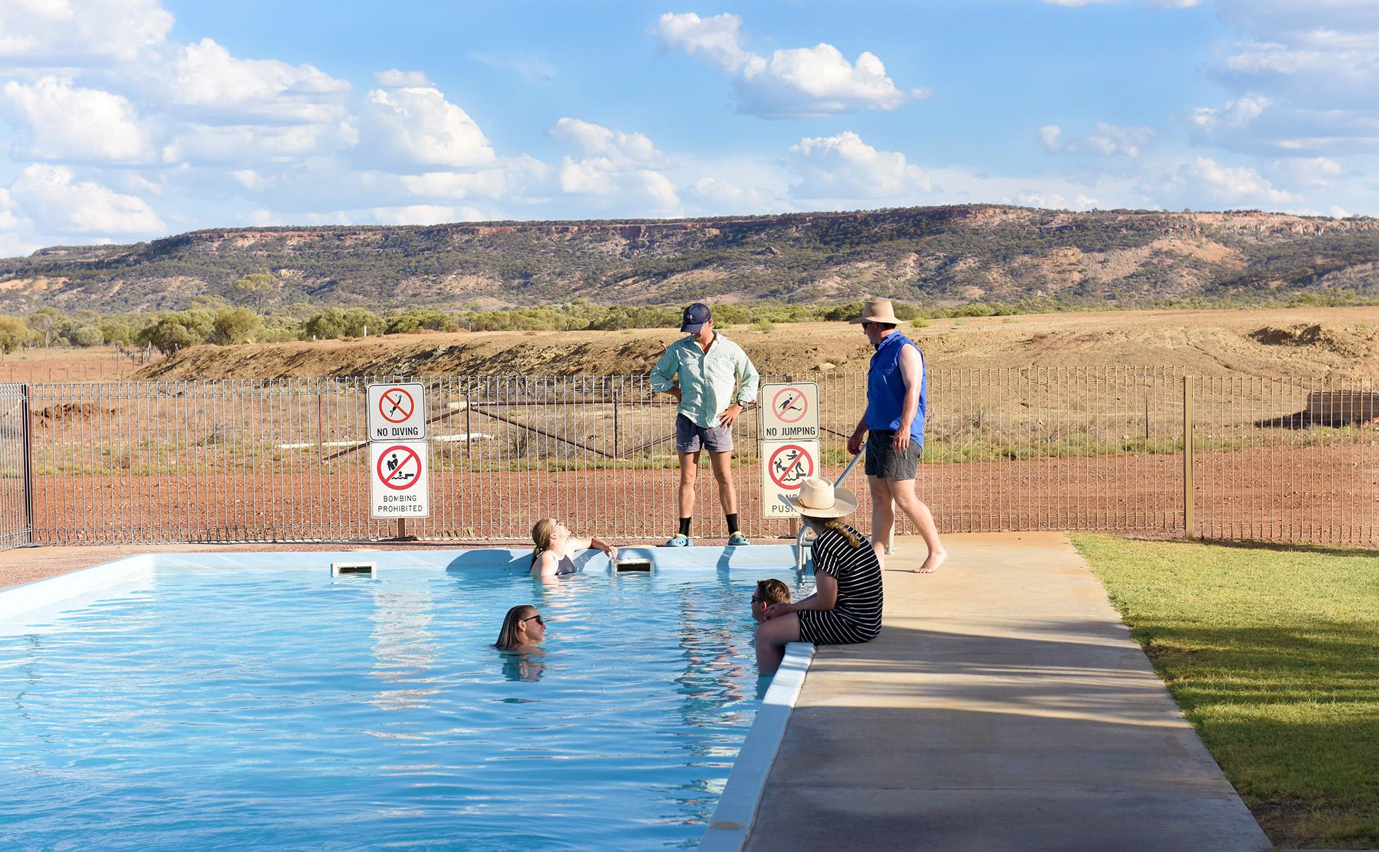 Anne-marie - Yaraka - Swimming Pool